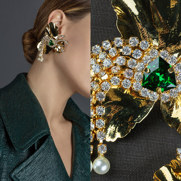 Earrings with an emerald stone